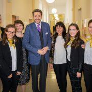 Gruppenfoto Wirtschaftsminister Harald Mahrer -Vienna Business School